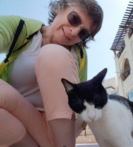 abu dhabi kitty selfie 1